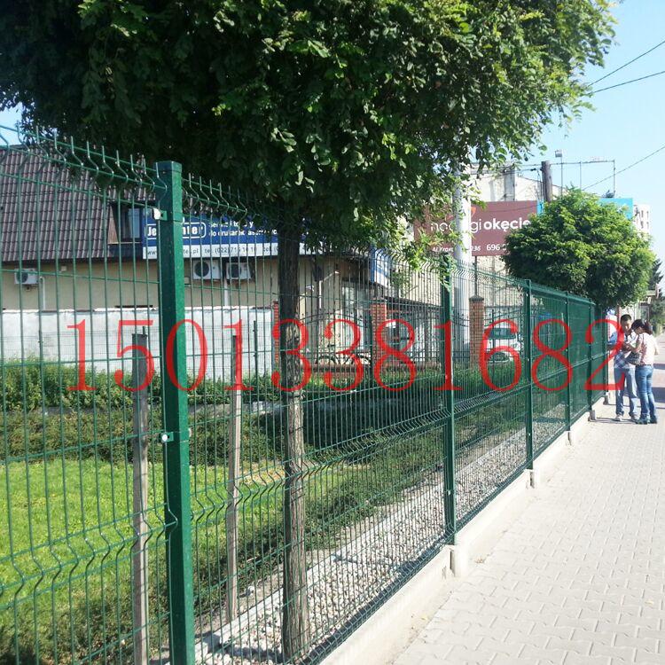 焊接隔离栅生产厂家 广州路边绿化带护栏网定做