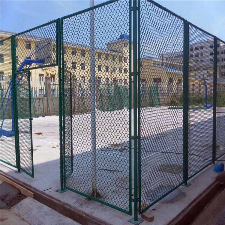 鑫旺丰篮球场勾花围栏网 球场浸塑护栏网定制